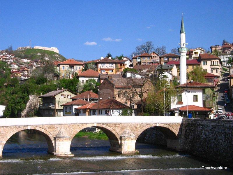01.Sarajevo reka Miljacka Inat kuca in bijela tabija-001
