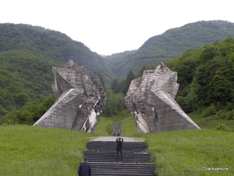 14.spomenik padlim v bitki na Sutjeski-001
