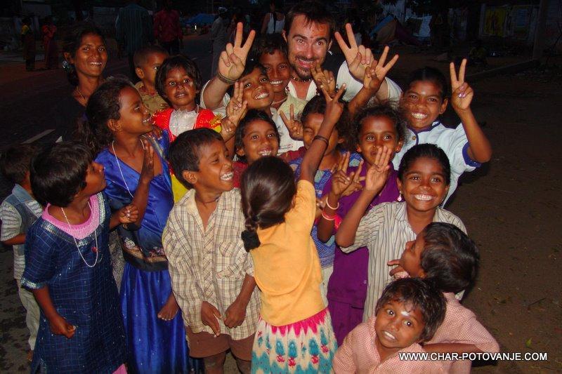 med indijskimi otroci