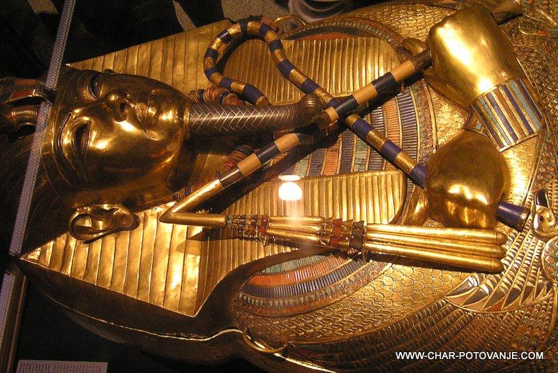 02. tutankamnov zlati sarkofag