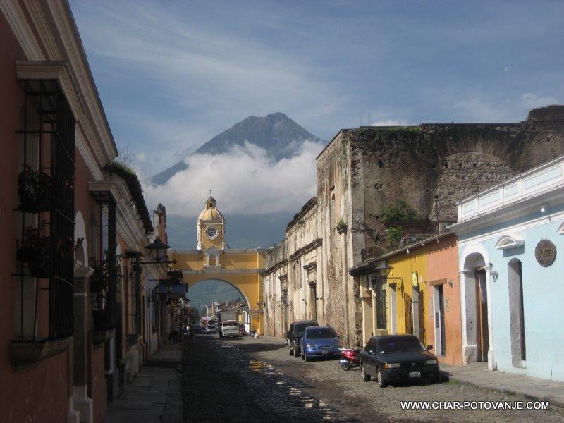 01._Starodavna_prestolnica_Gvatemale_-_Antigua