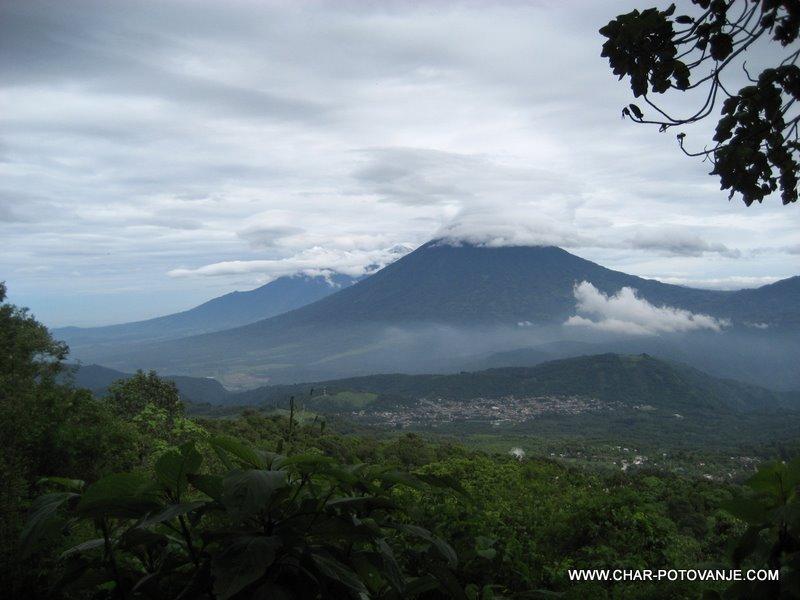 07._Gvatemala_ponuja_krasno_pokrajino