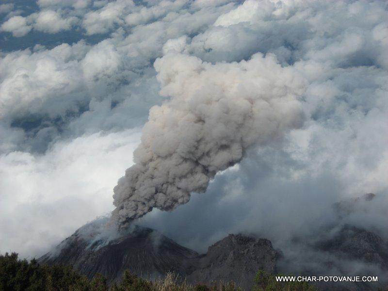 15._Pogled_na_aktiven_vulkan_Santiaguito