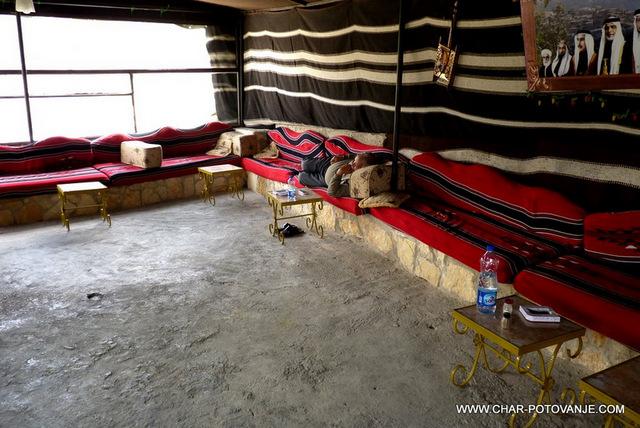 08-08.beduinski-salon-za-večerna-druženja