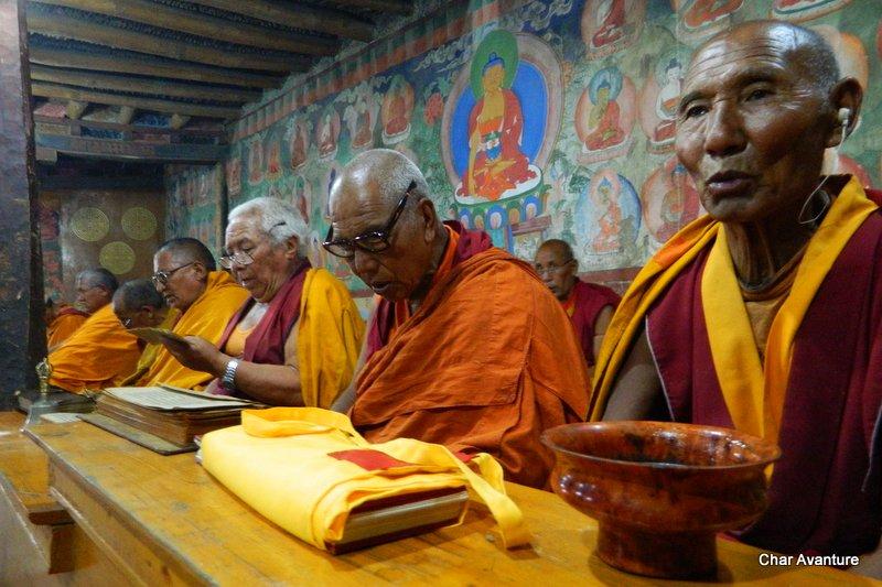 21.budisticni_menihi_se_izobrazujejo