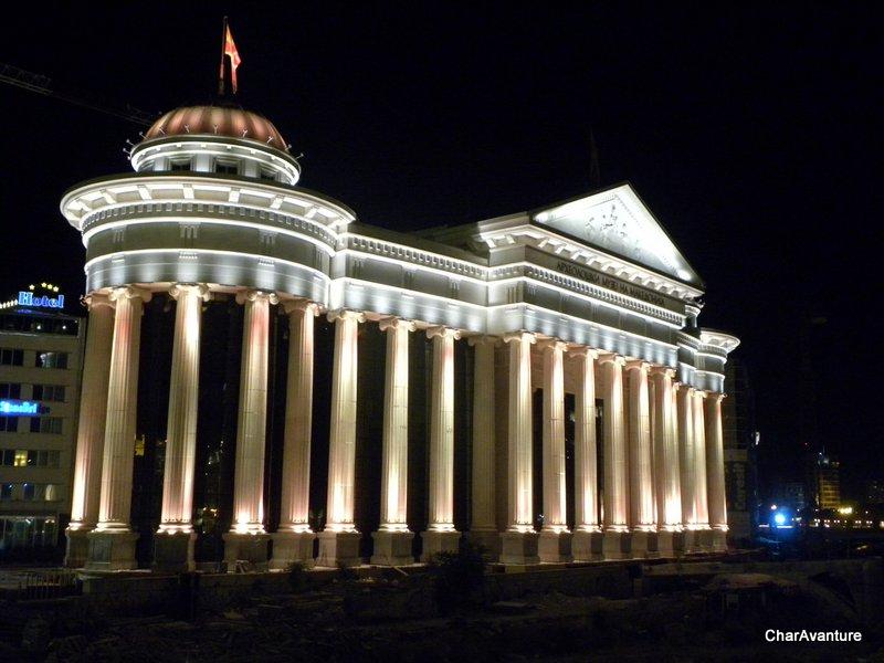 03.Skopje Muzej v zadnjih letih so obnovili zgradbe in postavili stevilne mega spomenike