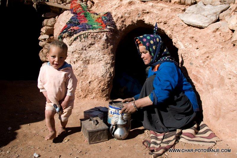 19._Pri_prijaznih_gorskih_Berberih_na_čajčku